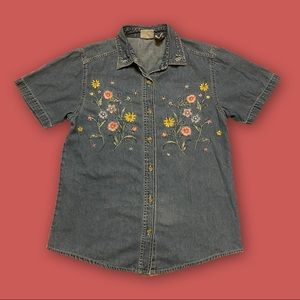 🌞FLORAL EMBROIDERED DENIM BUTTOM DOWN🌞